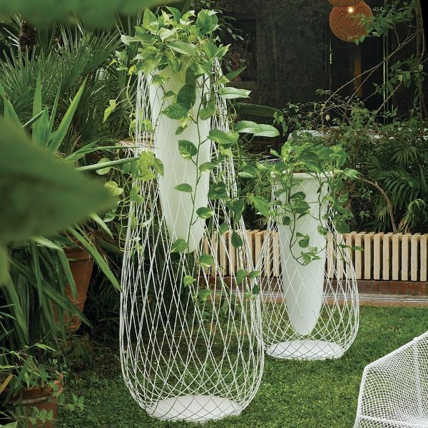 10 stylish modern indoor outdoor planters yvette for Contemporary garden planters